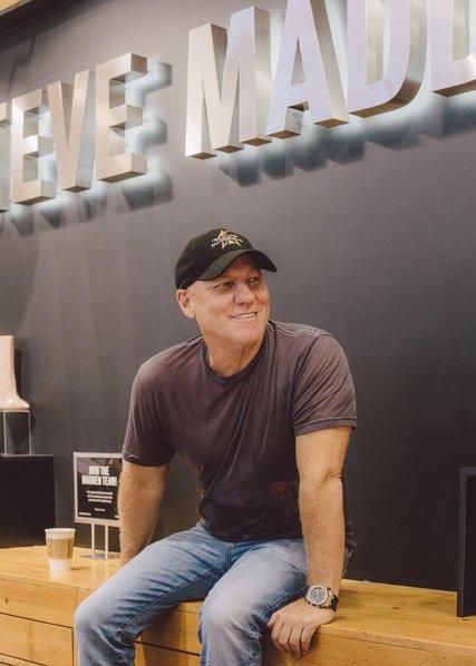 Excelente Extracción Lugar de la noche  El diseñador Steve Madden decidió ingresar en el mundo en el 'mundo de la  zapatilla'