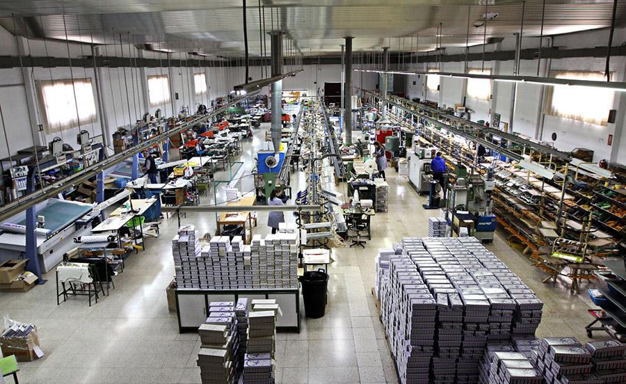 96f739d5a4b1b España baja su producción de calzado en pares pero el precio unitario  aumenta