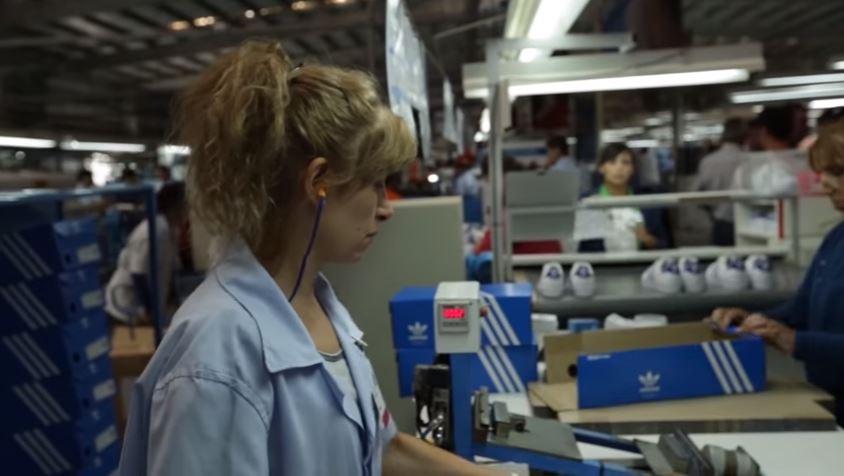 eac7bea4 La fabricante brasilera de calzado Paquetá, que produce zapatillas para  Adidas, ratificó la decisión de cerrar su planta de Chivilcoy el 31 de  diciembre de ...